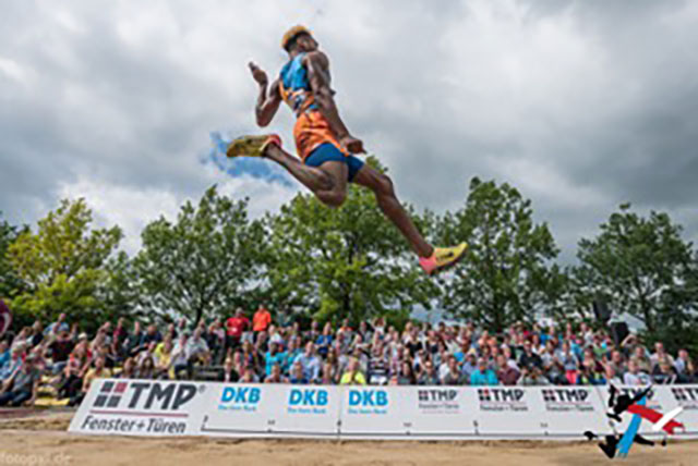 Tyrone Smith jumping